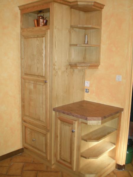 Meuble cuisine en bois meuble cuisine ilot central sur - Tek cuisines crissier ...